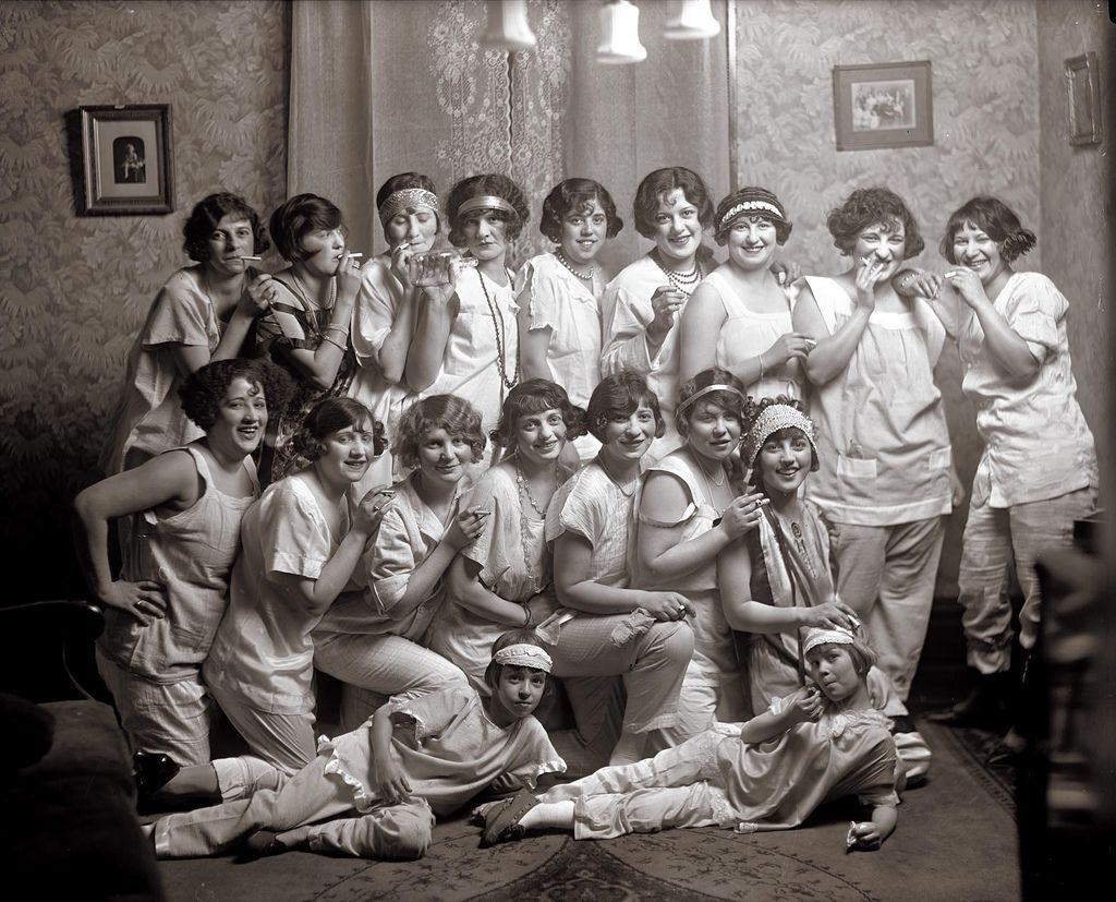Slumber Party 1924 Group Of Young Women Drinking And Smok Flickr
