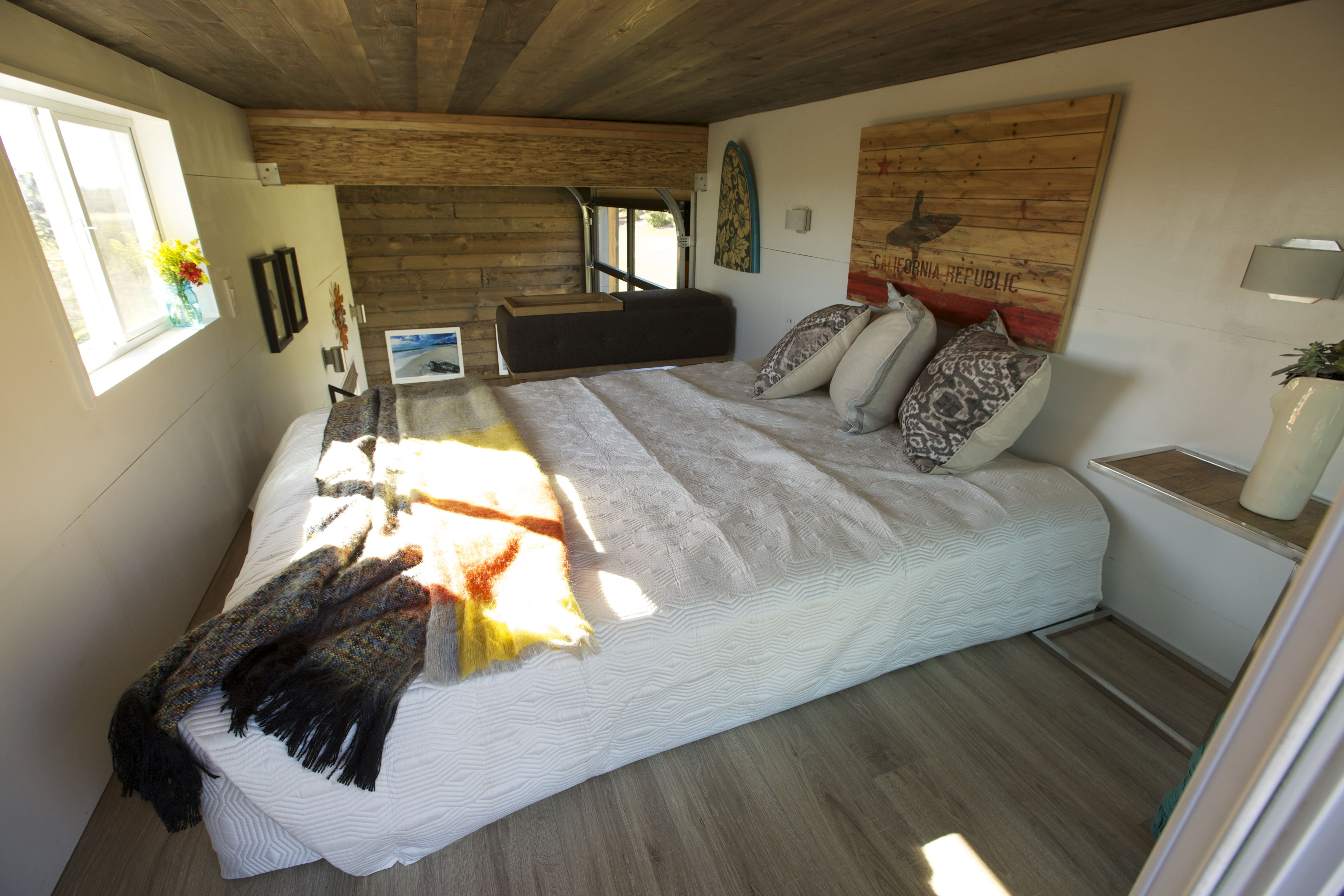 Watch 300 Sq Ft Surf Shack Chic Full Episode Tiny
