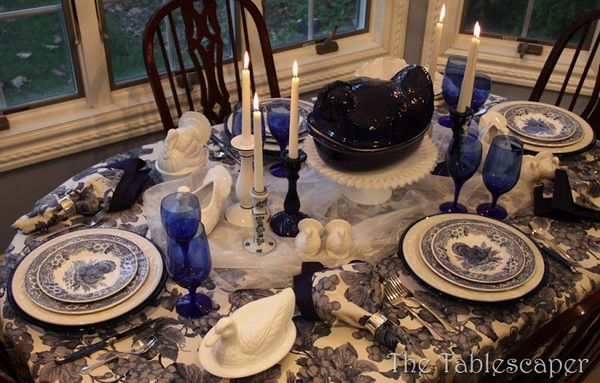 blue willow table setting for thanksgiving
