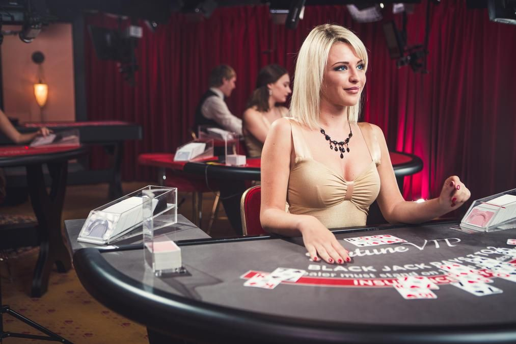 Картинки по запросу девушка казино