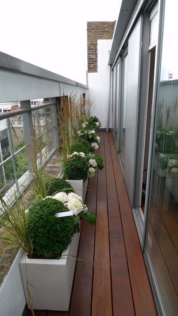 Balcony Design London: Decking Balcony #planters