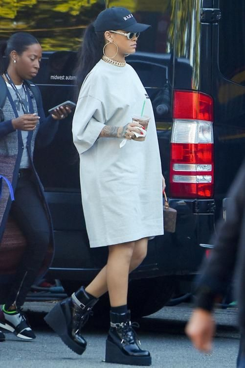 534a66085 Rihanna wearing Fenty x Puma Wedge Sneaker Boots and Vetements Unidad  Hombres Embroidered T-Shirt