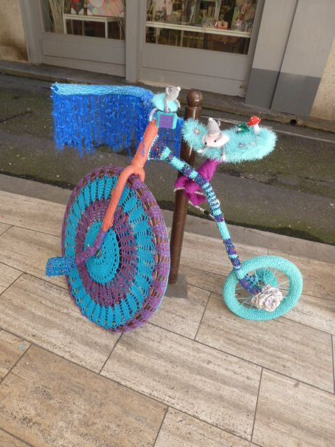 V lo d cor avec de la laine d coration d 39 un v lo wool - Velo decoration ...