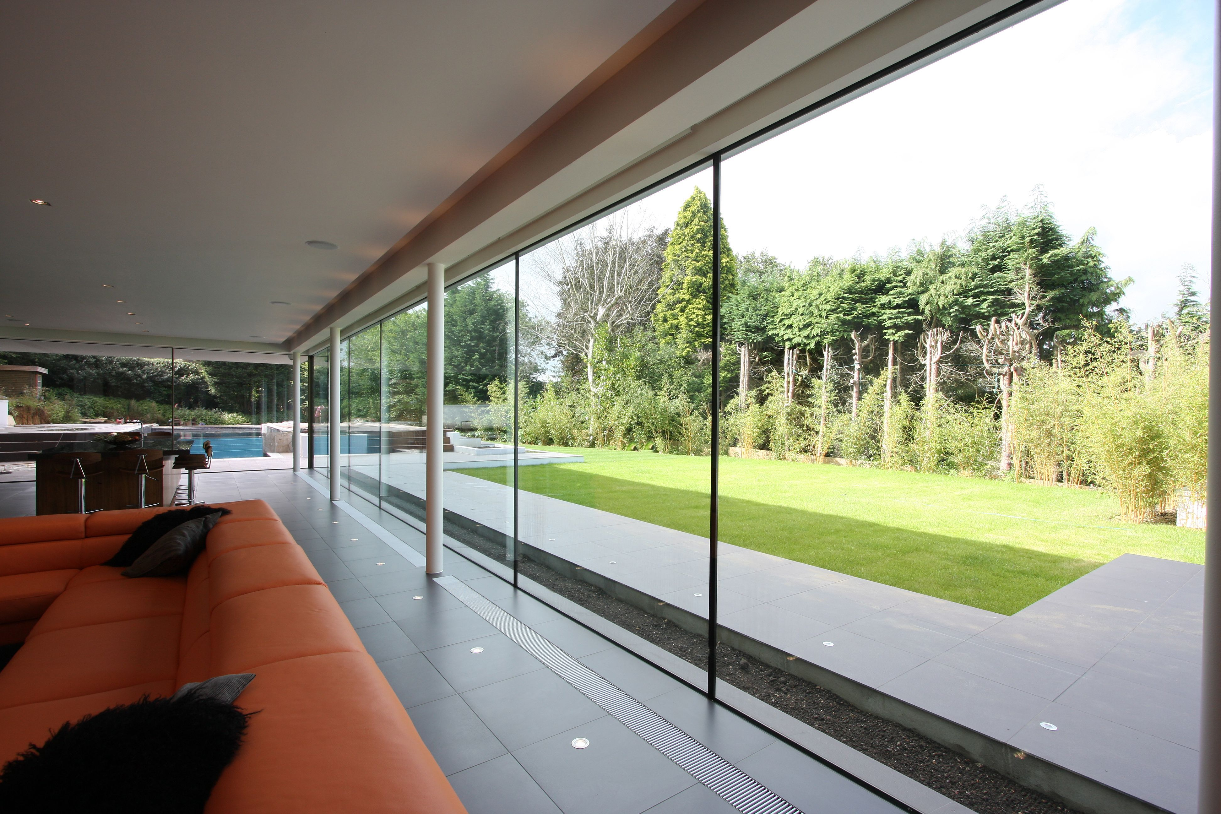 Structural Silicone Joint : Silicone jointed structural glass wall internal view