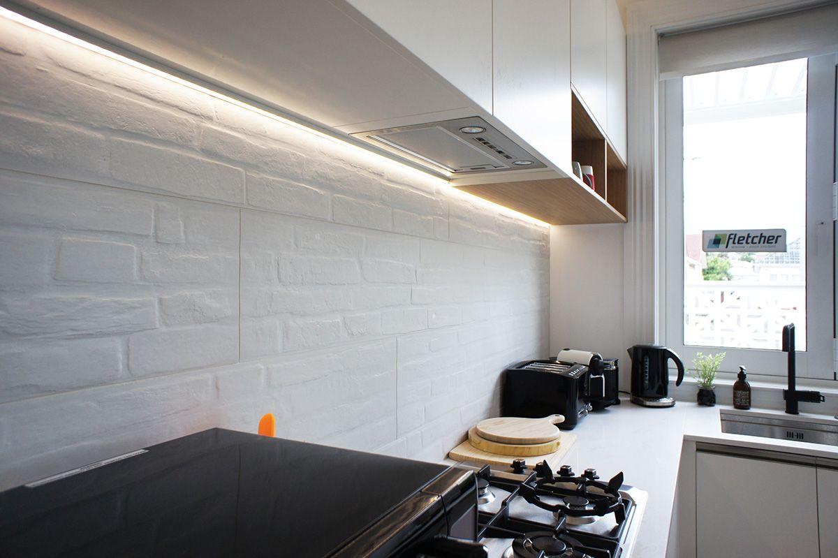 Cat jeremy 39 s kitchen splashback track brick porcelain for Kitchen ideas new zealand