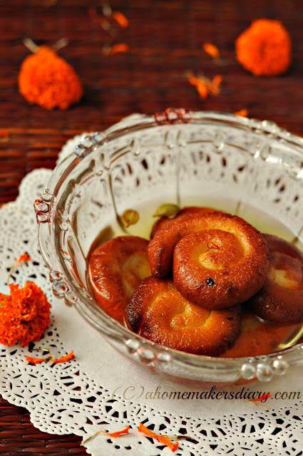 Chana'r Jilipi (Freshly made Cottage cheese Jalebi)