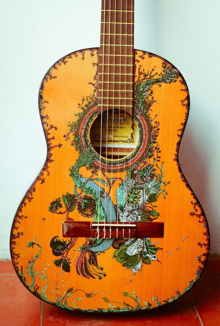 Hand Painted Guitar By Pez De Tierra Check Out Her Amazing Artwork D