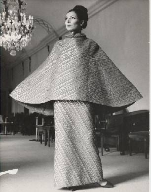 Women wearing Pedro Rodríguez haute couture design, probably S/S 1964. Courtesy Museo del Traje Madrid via CER.ES: Red Digital de Colecciones de museos de España. All rights reserved.