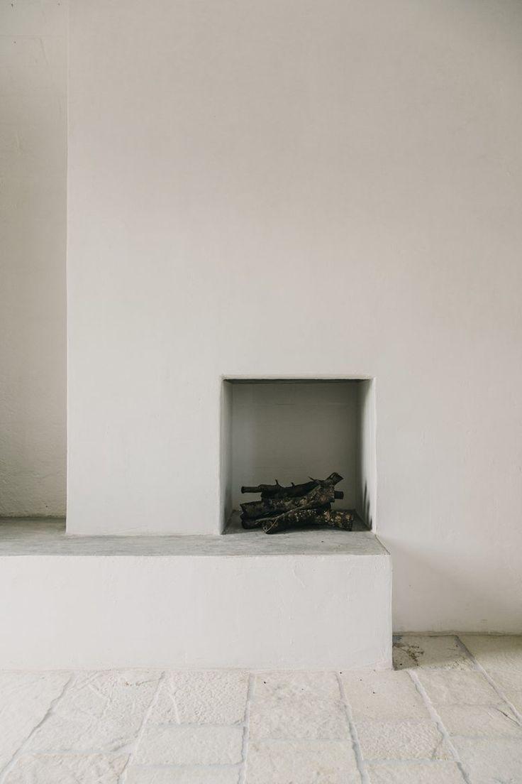 very minimal fireplace white walls allwhiteeverything