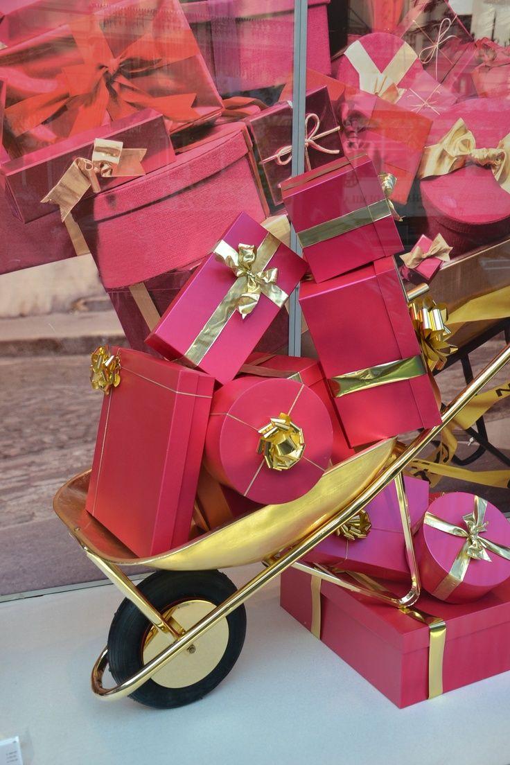 Pin von gosto disto auf embrulhos de presentes for Schaufensterdekoration schmuck
