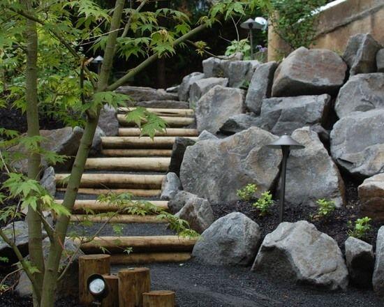 gartenweg am hügel gestalten-holz design-steinmauer stützmauer - gartenwege aus holz anlegen