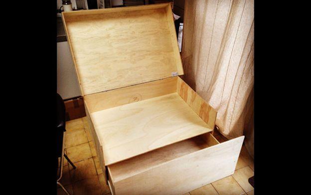Plans To Make Himself His Own Giant Shoes Box ! Plans Pour Fabriquer Soi  Même