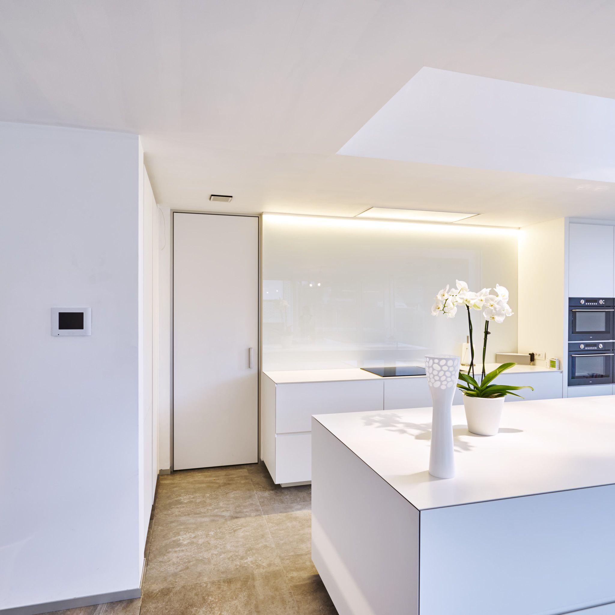 Moderne Binnendeur Van Anyway Doors Volledig Op Maat Gemaakt Met Een Aluminium Blokomlijsting MinimalistDining RoomBetweenKitchen