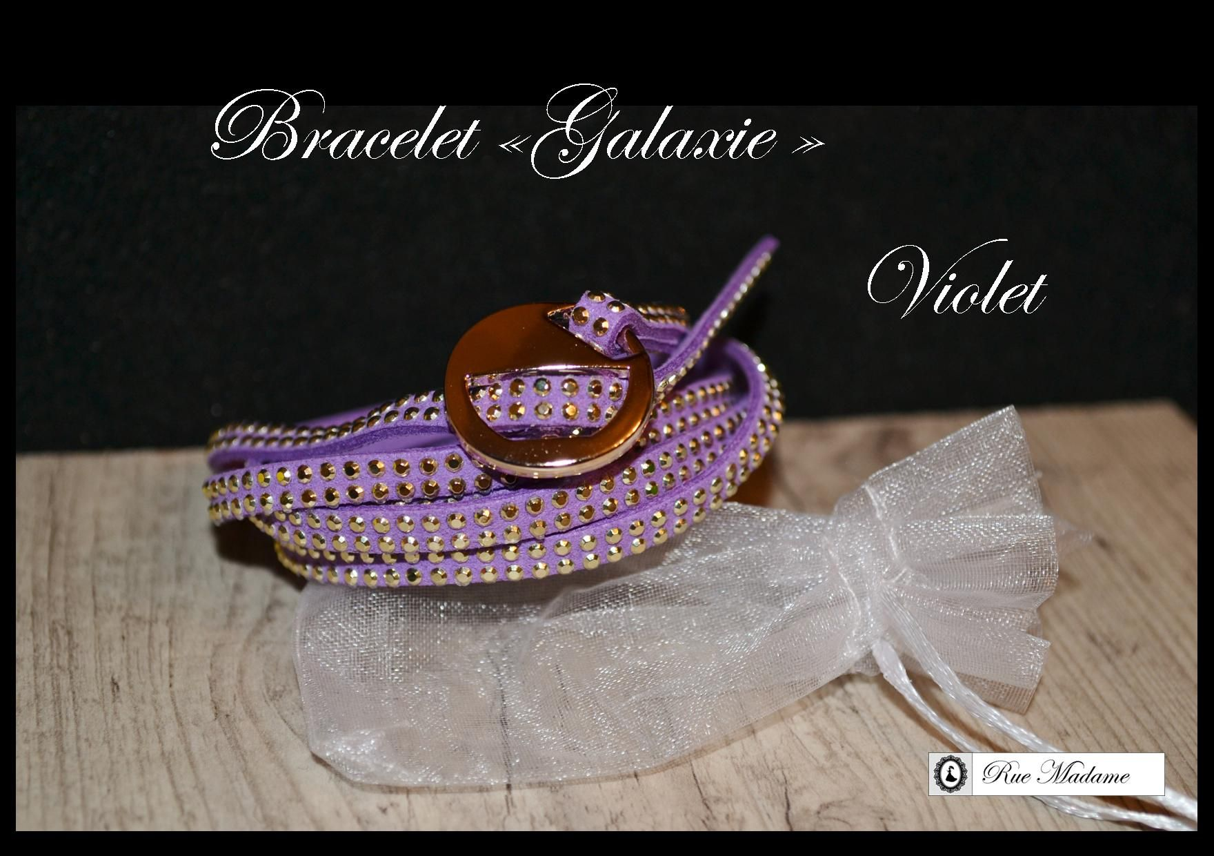 Bracelet en imitation daim avec fermoir simple.