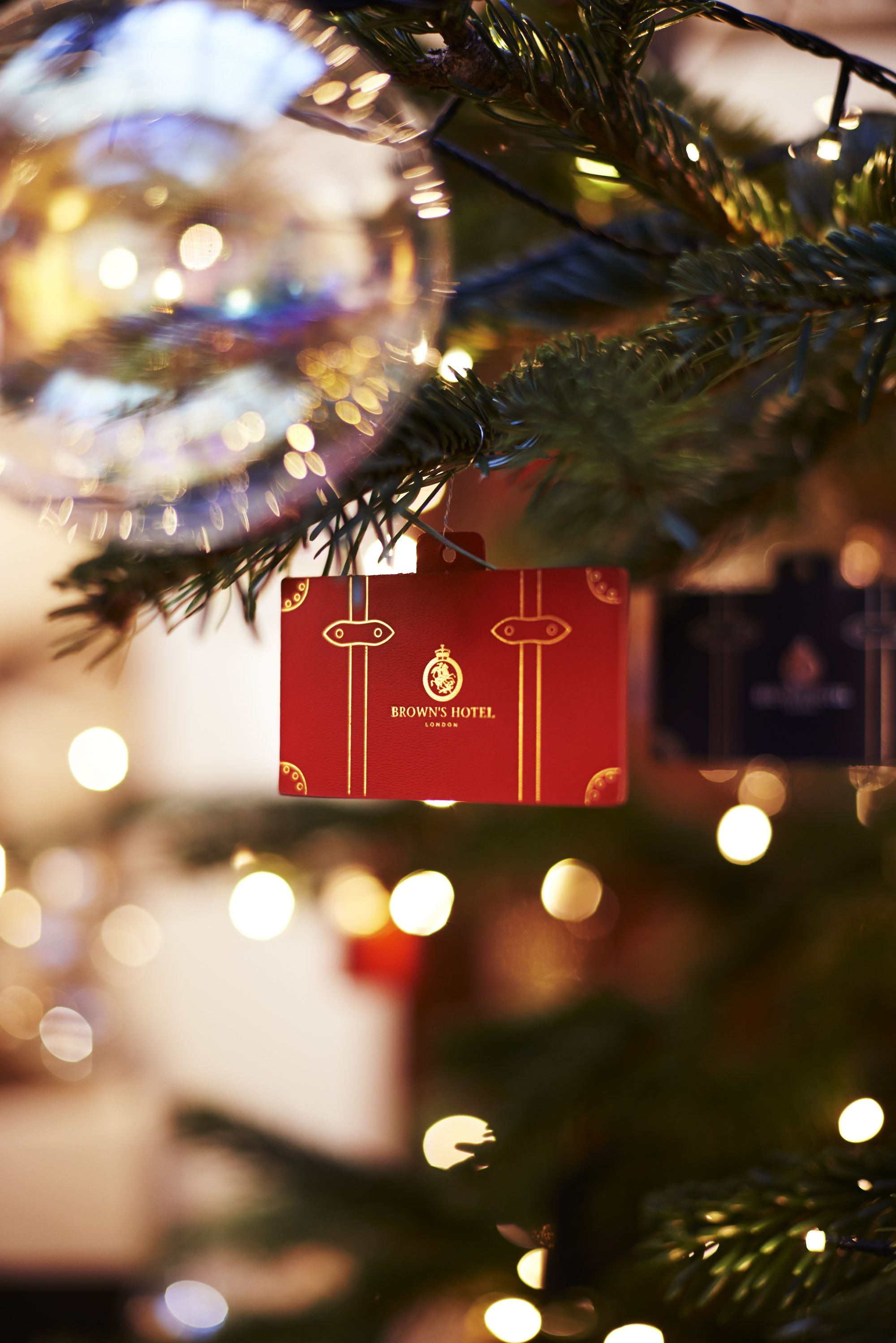 Luxury travel-themed Christmas • • • Globe Trotter & Brown's Hotel, 2014