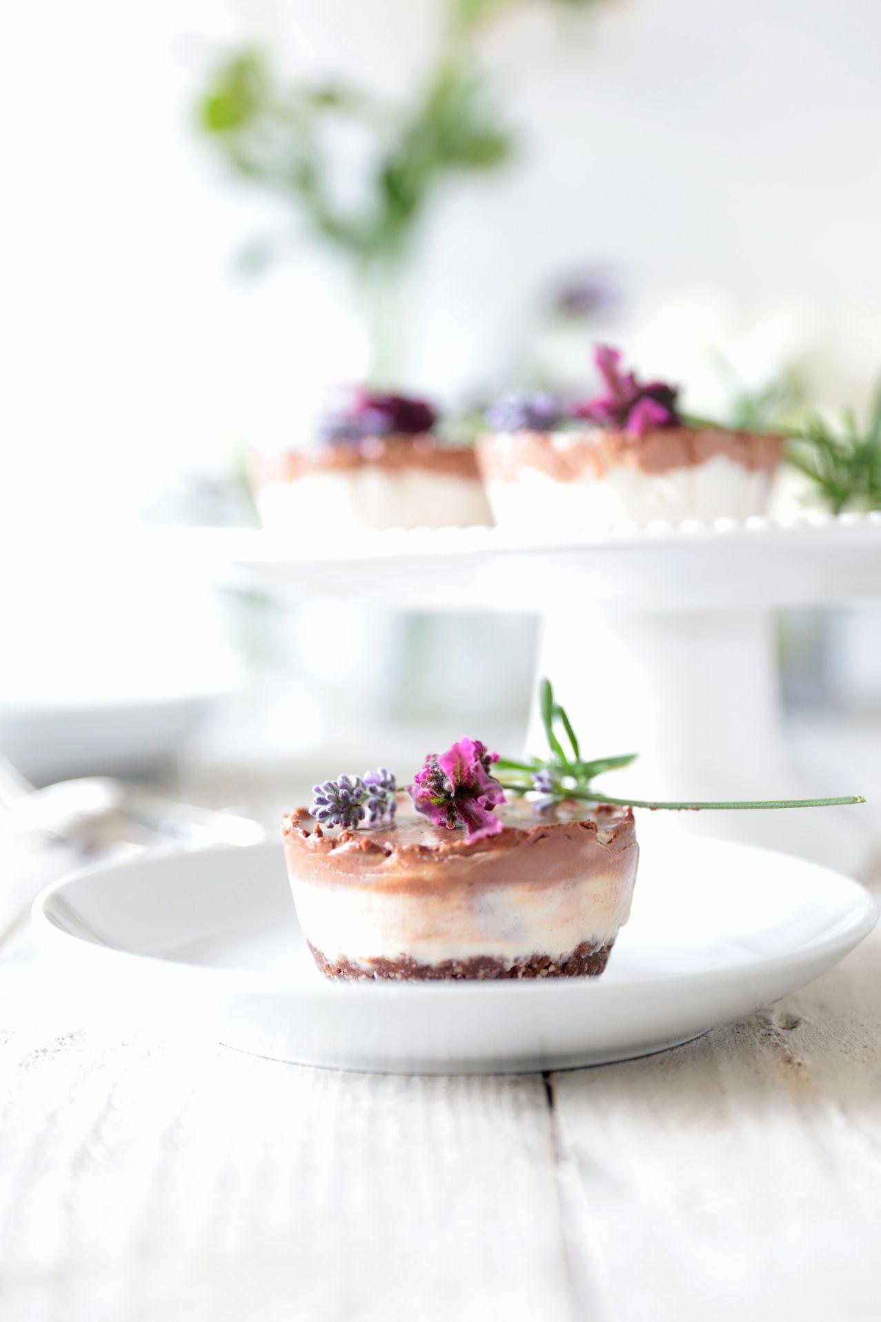 raw chocolate and vanilla coconut swirl cheesecake // vegan & gluten-free