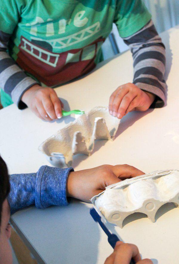 Eierkarton Zahnbürste malen, damit Kinder mehr über Mundgesundheit erfahren   – OT Crafts