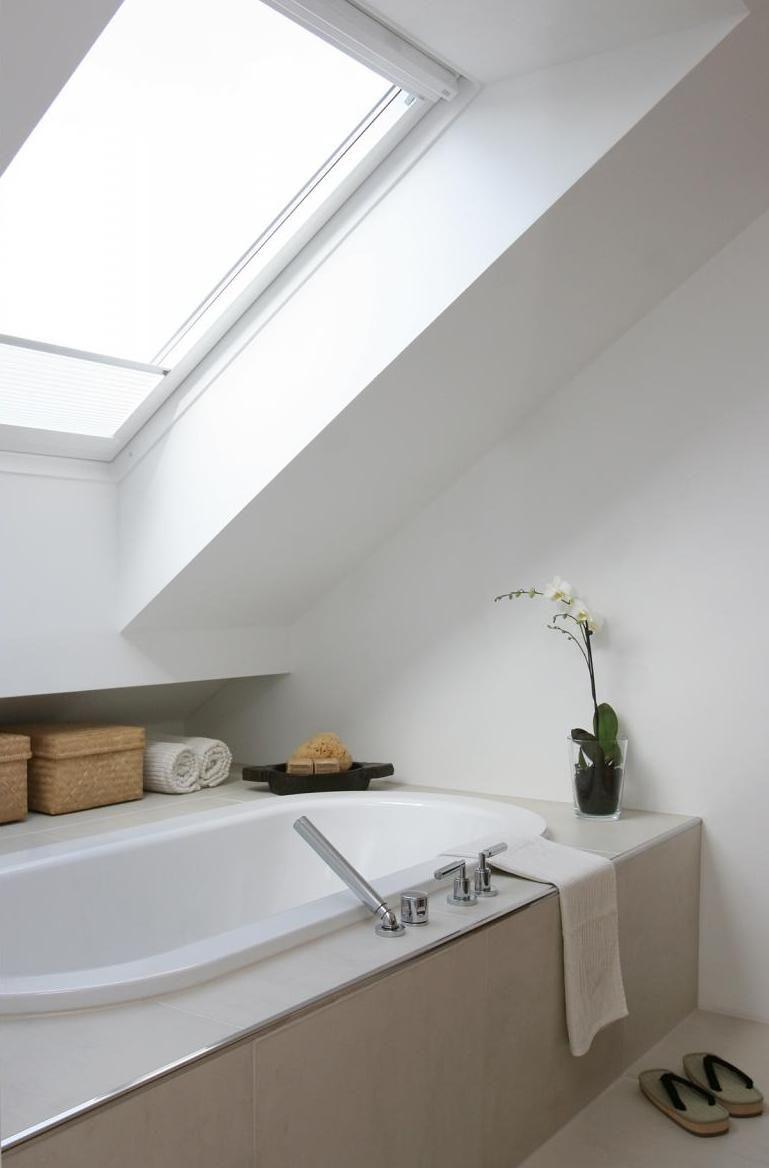Entwurf Und Realisierung Eines Badezimmers Im Ausgebauten Dach Eines Altbaus Innenarchitektur Raumk Badezimmer Dachschrage Badezimmer Badezimmer Dachgeschoss
