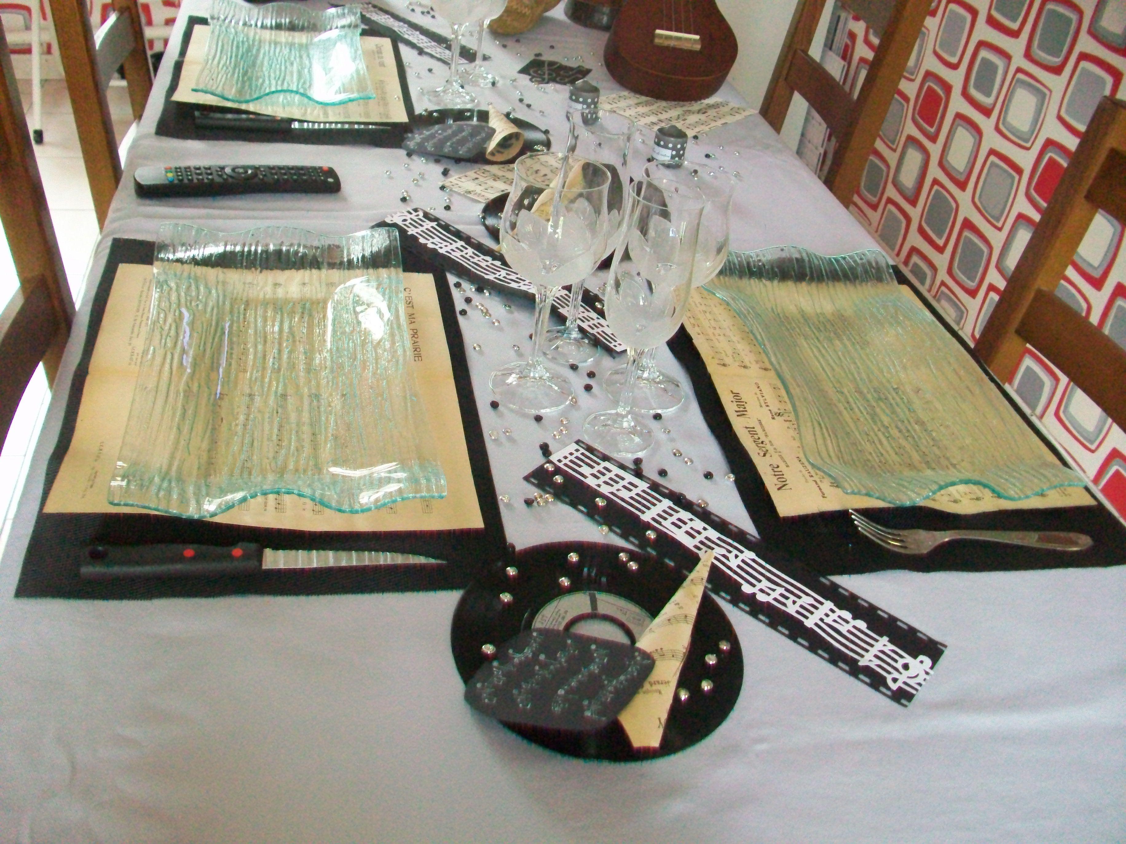 DECORATION DE TABLE SUR LE THEME MUSIQUE .ANNIVERSAIRE DE MA FILLE ...