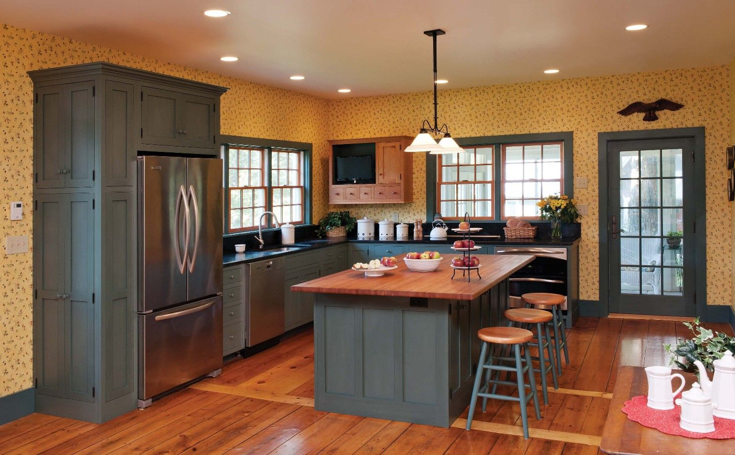 Painted kitchen cabinets u make an instant makeover to your kitchen