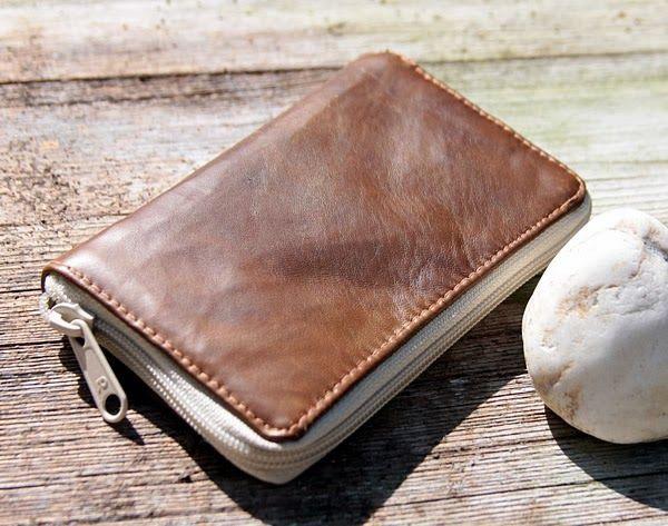 Du suchst eine Anleitung um einen Leder-Geldbeutel selber zu nähen ...