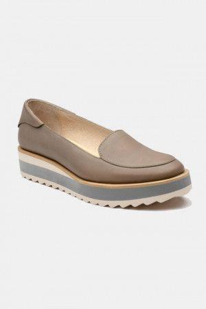 Zapatos para Mujer Color Gris Modelo Gray Gum. Los mejores amigos de todas las chicas, siempre listos para completar nuestros outfits sea invierno o sea verano; estamos hablando claro de los zapatos de mujer. Adorna tus piernas y todos tus looks con increíbles zapatos de mujer que reflejen tu estilo y acompañen tu ropa y que incluso sean el centro de atención. Encuentra los modelos más increíbles de zapatos de mujer en Fashoop visitando https://www.fashoop.com/mujer/zapatos-de-mujer.html