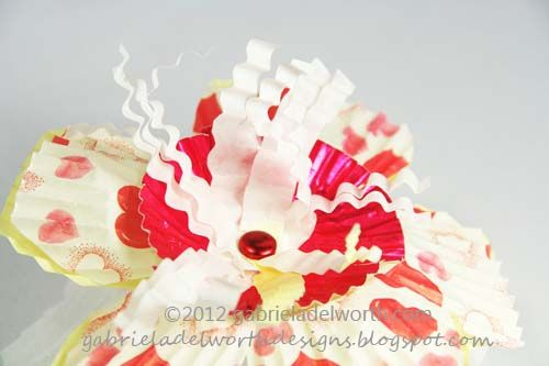 Gabriela Delworth Designs: Valentine's Day Cupcake Baking Cup Flowers Tutorial - Part One.