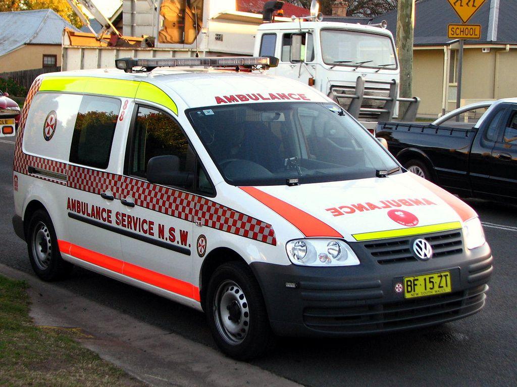Nsw Ambulance Volkswagon Caddy Ambulance Volkswagon Emergency