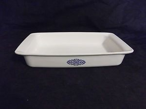 Very Rare Corning Ware Blue Medallion  Roaster  Measures 12 x 7 1/2 x 2   Made by Corning Ware for Shell Oil  Shell oil sold this and other casseroles to their credit card Holders  The blue medallion was in extremely limited production!