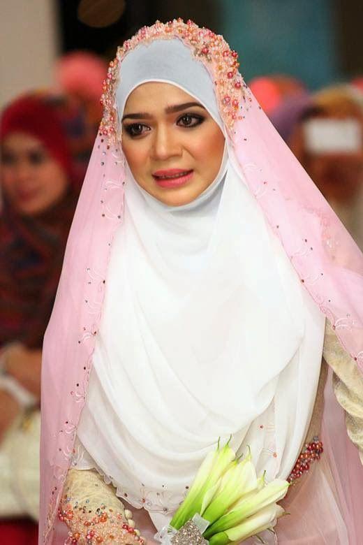 9 Model Hijab Menutup Dada Pilihan Untuk Pesta Pernikahanmu Pengantin Pengantin Berhijab Gaun Pengantin Muslim