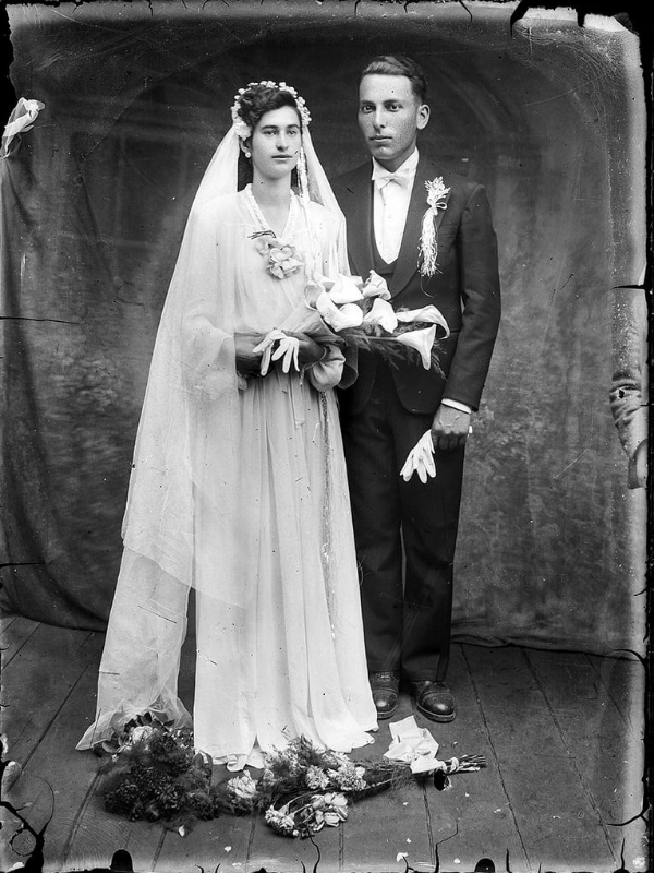 Pin By Aliana Rateanu On Vintage The Vintage Bride Wedding Gowns Vintage Vintage Wedding Vintage Wedding Photos