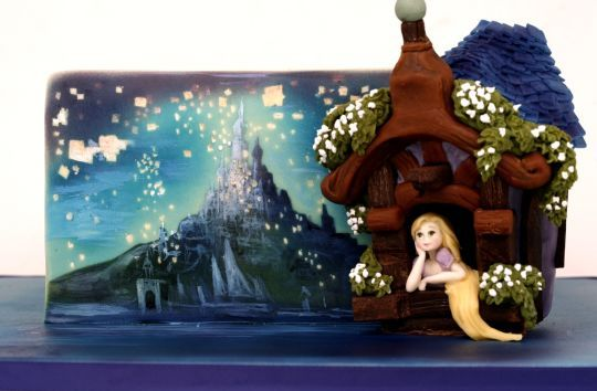 Rapunzel and lanterns painted cake
