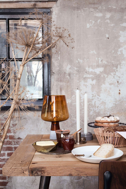Eettafel vol met accessoires | Table full of accessories | Photographer Dana van Leeuwen | Styling Anke Helmich | vtwonen shop catalog Autumn 2015