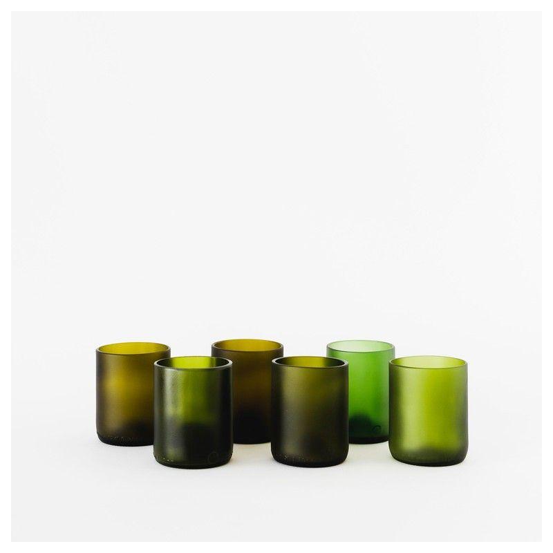 Vasos hechos a mano con vidrio 100% reciclado de botellas para dar un toque natural a tu vajilla. Aptos para limpiar en el lavavajillas
