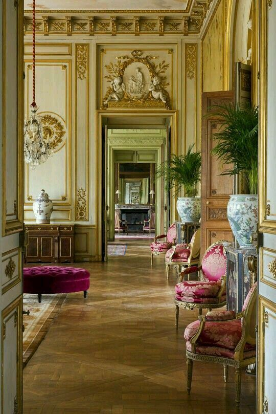 Beautiful Exterior Home Design Trends: Enfilade Of Louis XVI Chairs.