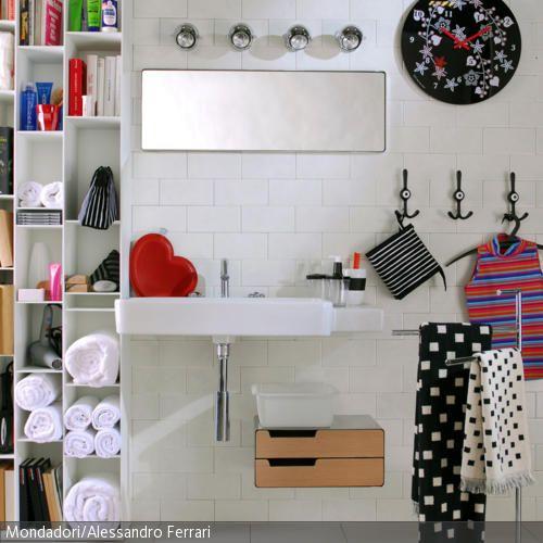 Schwarz-Weiß im modernen Badezimmer. - mehr auf roomido.com