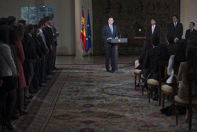 20/05/2013 Madrid, España El Presidente del Gobierno, Mariano Rajoy, recibe a los becarios de la fundación Carolina en la Moncloa Fotografía: Diego Crespo / Moncloa Presidencia del Gobierno