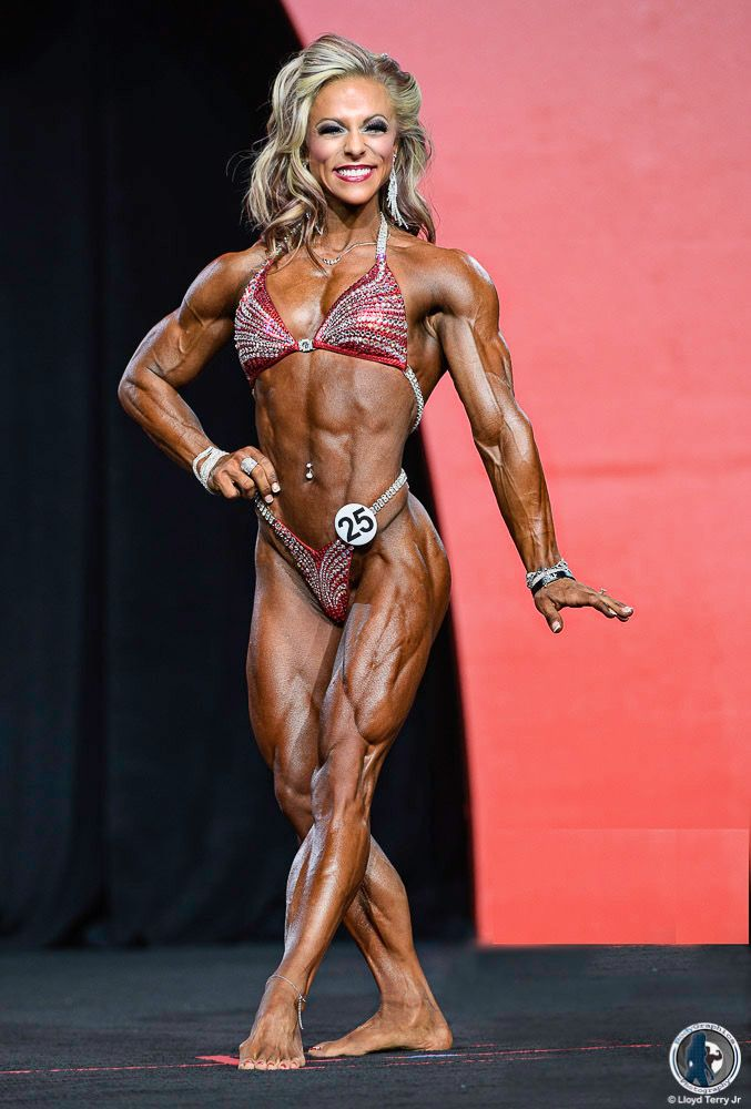 IFBB Pro Dani Reardon Women's Physique #girlswithmuscle #physiquephotography #fitnessphotography