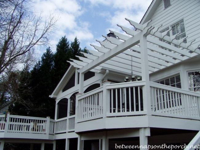 Nice view of the screened porch and 2 adjacent decks (see total cost in other pin). Screened-in Porches: How Much Do They Cost to Build?