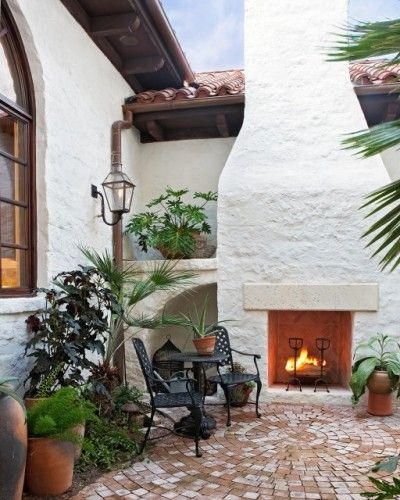 Mediterranean Style Courtyard: This Mediterranean Home In Austin, Texas Boasts A Lovely