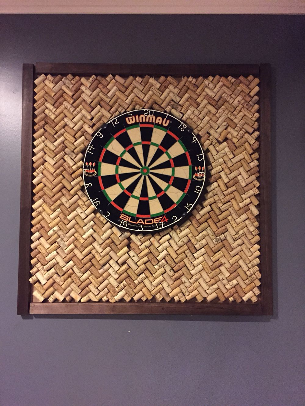 wine cork board for dart board bouchons de liege jeu de flechette bricolage maison
