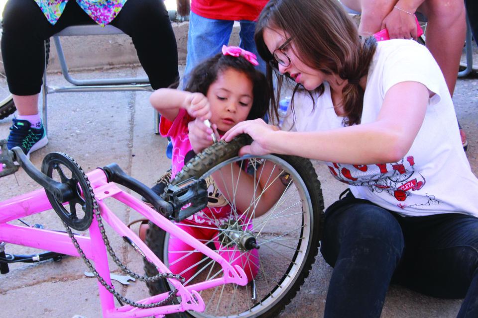 Reparan bicicletas y se quedan con ellas