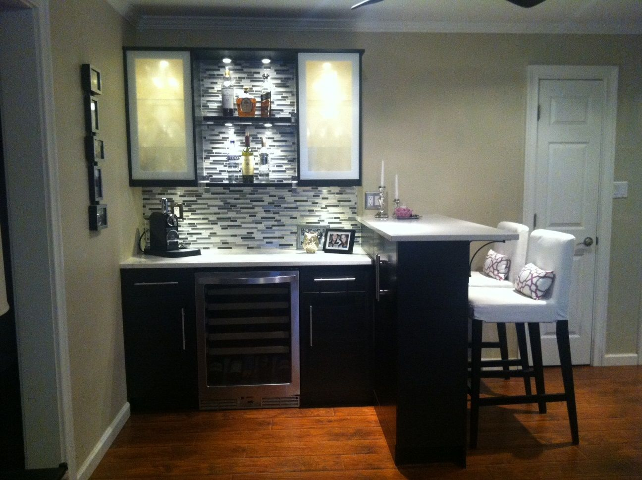 Paul wine bar lowe 39 s back splash home depot granite counter ikea cabinets and bar stools Home bar furniture ikea