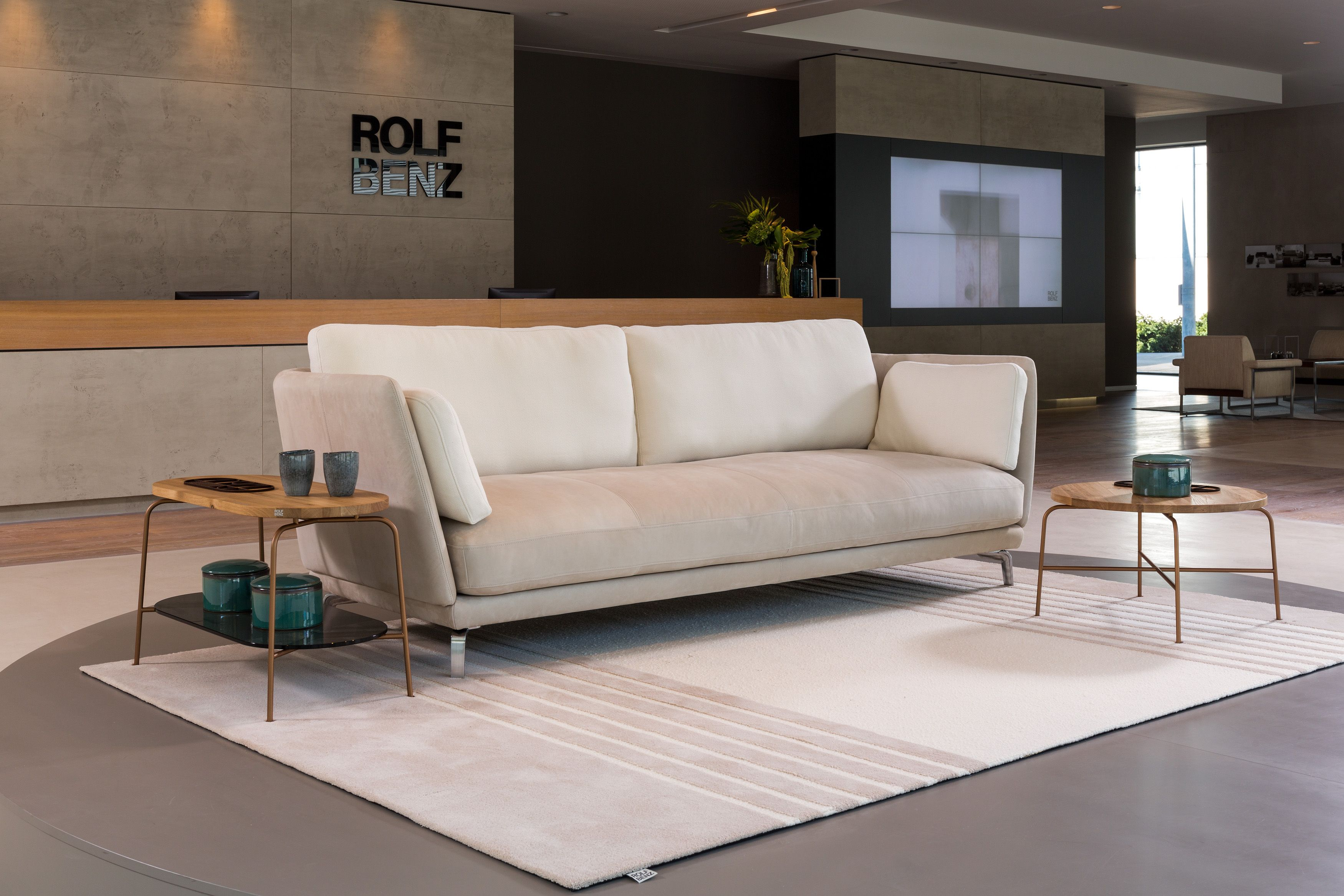 Couchtisch 985 Rolf Benz The Rolf Benz Rondo Sofa Lounging With Style And Elegance In Any