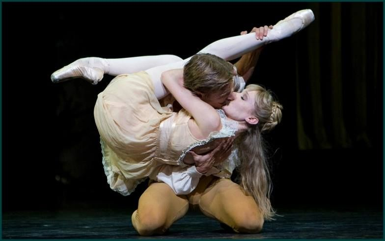 Melissa Hamilton and Rupert Pennefather. The Royal Ballet.