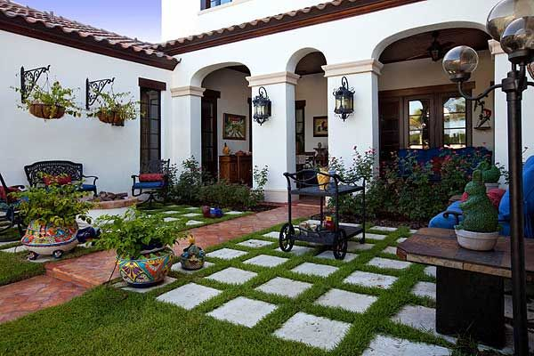 Plan 82009ka Spanish Colonial With Central Courtyard Spanish Style Homes Hacienda Style Homes Mediterranean Homes