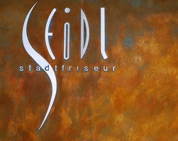 Rost - ein einzigartiges Gestaltungselement wie hier in einem Friseursalon. Ausgeführt von Purpurrot - Christian Steinberger