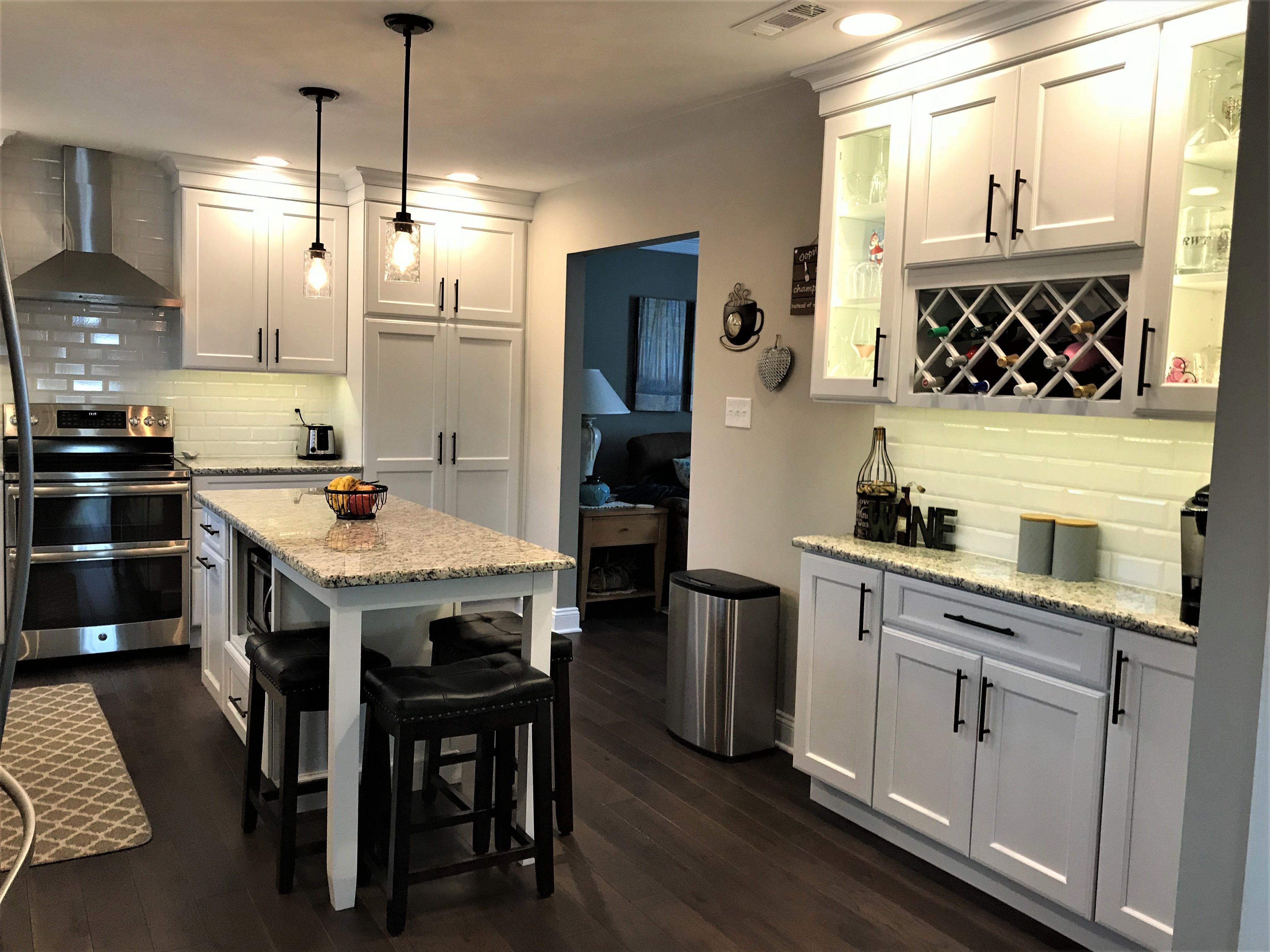 Best White Kitchen Cabinets Dry Bar St Cecilia Light Granite 640 x 480