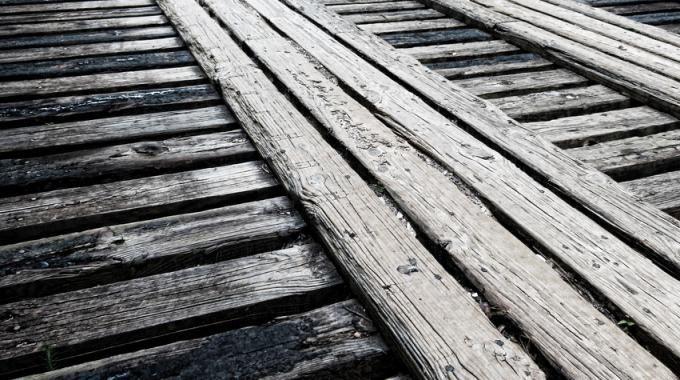 Vos Meubles En Bois Grincent Voici Une Solution Facile Et Economique Escalier Qui Grince Parquet Qui Grince Bois