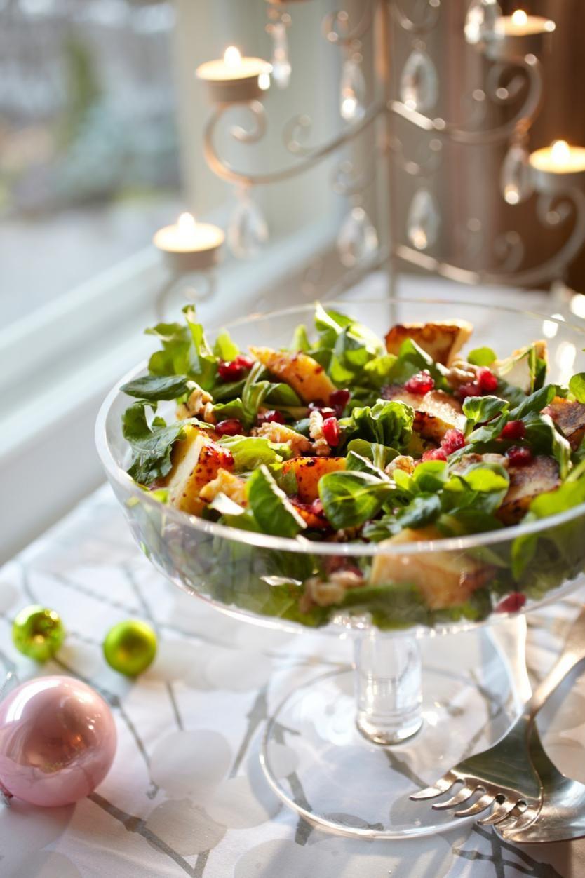Granaattiomena-juustosalaatti joulupöytään
